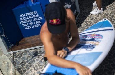Posto 9, no Rio, tem aluguel de pranchas por aplicativo 5